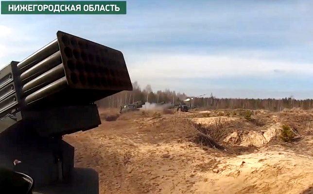 Тактические учения артиллерии в Западном округе вступили в активную фазу — видео