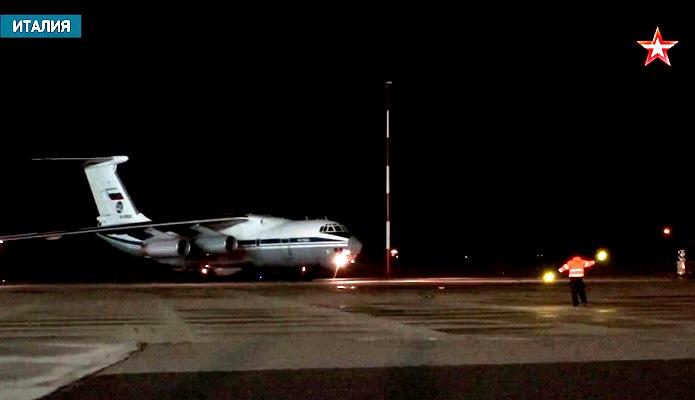 Девять Ил-76 и более 100 специалистов: как российский отряд по борьбе с коронавирусом встретили в Италии