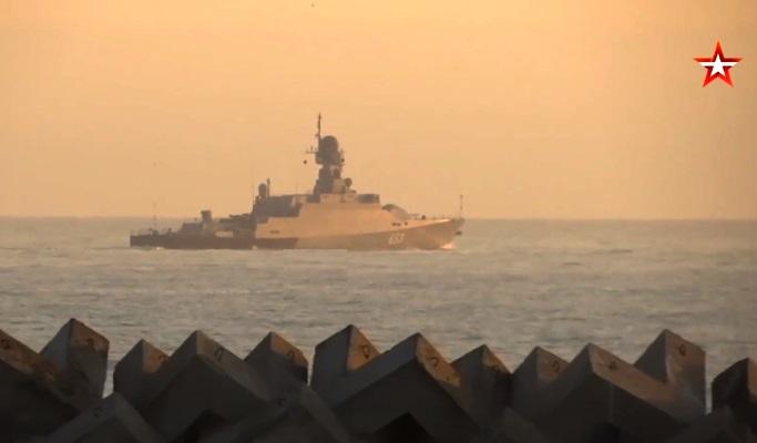 6 кораблей, 7 самолетов и более 400 военнослужащих — в Каспийском море стартовали масштабные учения: видео