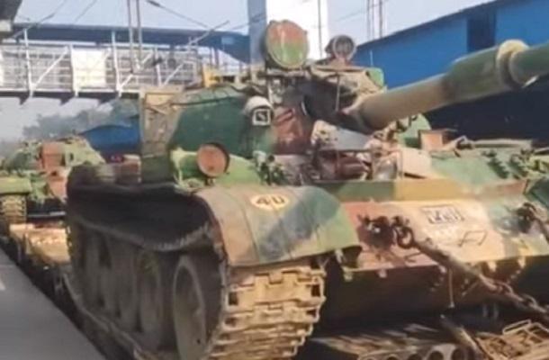 Необычная версия танка Т-55 в Индии — видео