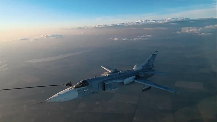 Су-24М и Су-34 провели отработку дозаправки в Волгоградской области
