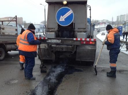 1717  кв. м дорожного полотна отремонтировали в Волжском в феврале