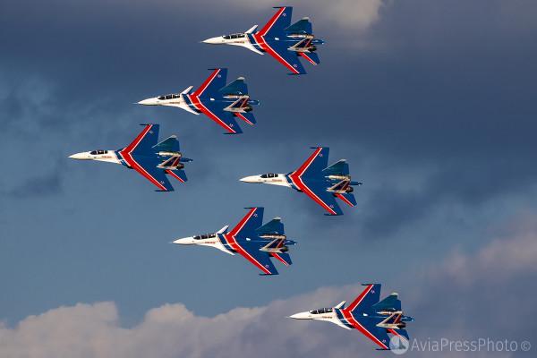 С самого рождения знаменитые на весь мир пилотажники были связаны с авиационным заводом имени Юрия Гагарина