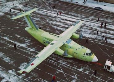ил-112в-выкатка-лис1-820x410