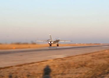 """KHABAROVSK TERRITORY, RUSSIA - MAY 22, 2018: Sukhoi SuperJet 100 passenger aircraft seen in an assembly room of Komsomolsk-on-Amur Aircraft Plant in Russia's Far Eastern city of Komsomolsk-on-Amur. Sergei Savostyanov/TASS  Ðîññèÿ. Êîìñîìîëüñê-íà-Àìóðå. Ñàìîëåòû Sukhoi Superjet-100 â ñáîðî÷íîì öåõå ôèëèàëà ÏÀÎ """"Êîìïàíèÿ """"Ñóõîé"""" """"Êîìñîìîëüñêèé-íà-Àìóðå àâèàöèîííûé çàâîä èìåíè Þ.À. Ãàãàðèíà"""". Ñåðãåé Ñàâîñòüÿíîâ/ÒÀÑÑ"""