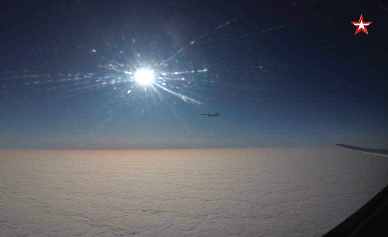 Кадры дневной дозаправки стратегического бомбардировщика-ракетоносца Ту-160