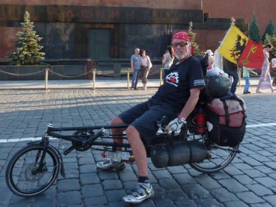 Под Иваново пьяный водитель «Газели» сбил американского путешественника — велосипедиста, который планировал посетить Волгоград