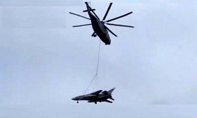 Ми-26 доставил Су-24 в ростовский парк «Патриот» — видео