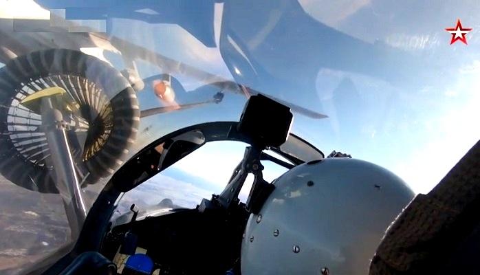 Дозаправка Су-30СМ и Су-35С на скорости 500 км/ч в Хабаровском крае — видео