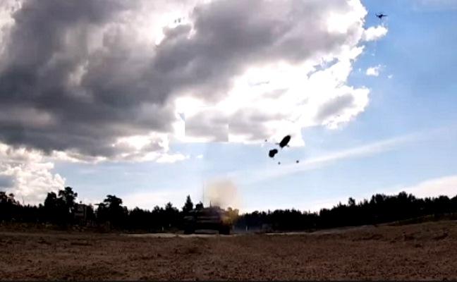 Танкисты ЗВО поразили управляемыми ракетами бронетехнику условного противника — видео