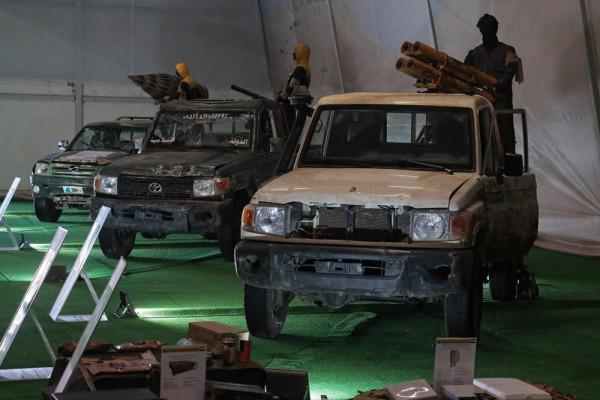 Захваченные у боевиков оружие и технику покажут в 61 городе России