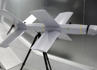 """MOSCOW REGION, RUSSIA - JUNE 25, 2019: A ZALA Lancet attack drone developed by Kalashnikov Concern on display at the Army 2019 International Military Technical Forum at Patriot Park. Marina Lystseva/TASS  Ðîññèÿ. Ìîñêîâñêàÿ îáëàñòü. Íîâûé óäàðíûé áåñïèëîòíèê-êàìèêàäçå """"ZALA Ëàíöåò"""" îò êîíöåðíà """"Êàëàøíèêîâ"""" ïðåäñòàâëåí íà V Ìåæäóíàðîäíîì âîåííî-òåõíè÷åñêîì ôîðóìå """"Àðìèÿ-2019"""" â ïàðêå """"Ïàòðèîò"""". Ìàðèíà Ëûñöåâà/ÒÀÑÑ"""