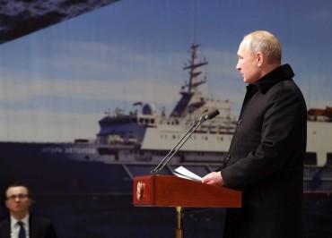 """ST PETERSBURG, RUSSIA - NOVEMBER 27, 2019: Russia's President Vladimir Putin speaks during the keel-laying ceremony for the Nikolai Zubov ice-class patrol ship at the Admiralty Shipyard. Mikhail Klimentyev/Russian Presidential Press and Information Office/TASS  Ðîññèÿ. Ñàíêò-Ïåòåðáóðã. Ïðåçèäåíò ÐÔ Âëàäèìèð Ïóòèí âî âðåìÿ âûñòóïëåíèÿ íà öåðåìîíèè çàêëàäêè ïàòðóëüíîãî êîðàáëÿ ëåäîâîãî êëàññà """"Íèêîëàé Çóáîâ"""" íà çàâîäå """"Àäìèðàëòåéñêèå âåðôè"""". Ìèõàèë Êëèìåíòüåâ/ïðåññ-ñëóæáà ïðåçèäåíòà ÐÔ/ÒÀÑÑ"""