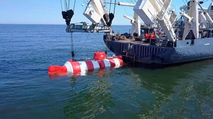 Спасатели Балтийского флота провели тренировку по оказанию помощи аварийной подлодке, лежащей на грунте — видео
