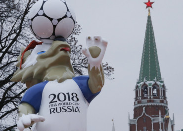 The official mascot for the 2018 FIFA World Cup Russia, Zabivaka, is on display near a tower of the Kremlin in central Moscow, Russia November 29, 2017. REUTERS/Sergei Karpukhin - UP1EDBT0YLL76