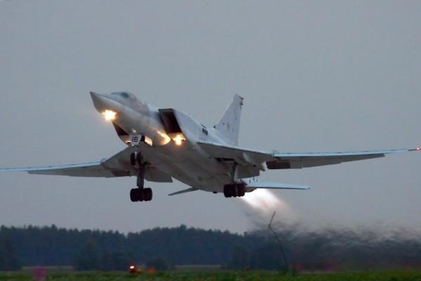 Ракетоносцы Ту-22М3 совершили беспосадочный перелет на арктический аэродром Воркута