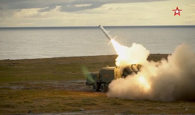 Стрельба комплекса «Бал» на арктическом полигоне — видео