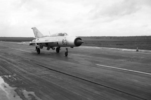 53 года назад МиГ-21 новейшей модификации приземлился в аэропорту Тегель в Западном Берлине