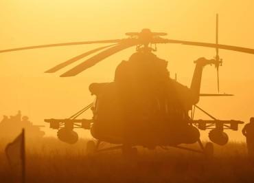 """ORENBURG REGION, RUSSIA. SEPTEMBER 17, 2015. A Mi-8 helicopter participates in a stage of the Center 2015 Russian strategic military exercises. Donat Sorokin/TASS  Ðîññèÿ. Îðåíáóðãñêàÿ îáëàñòü. 18 ñåíòÿáðÿ 2015. Âåðòîëåò Ìè-8 íà ýòàïå ñòðàòåãè÷åñêèõ êîìàíäíî-øòàáíûõ ó÷åíèé ðîññèéñêîé àðìèè """"Öåíòð-2015"""". Äîíàò Ñîðîêèí/ÒÀÑÑ"""