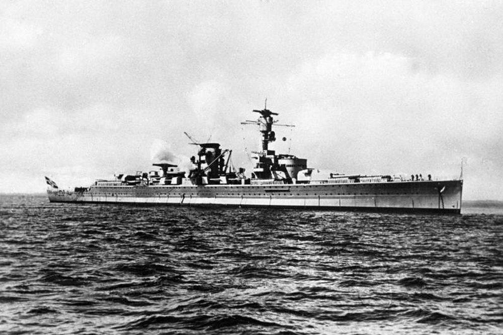 Как советские летчики отбомбились по гордости рейха крейсеру