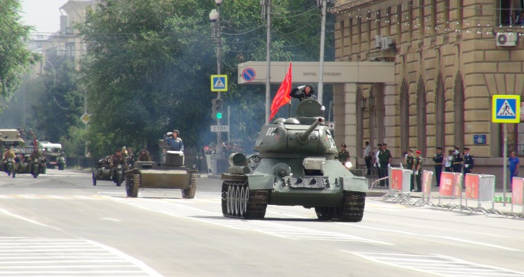Парад Победы в Сталинграде 24 июня 2020 — парадные расчеты, техника, авиация: видео