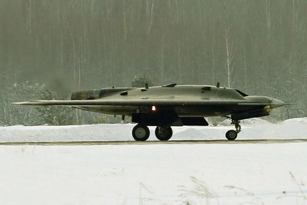 Тяжелый беспилотный летательный аппарат С-70 «Охотник» станет платформой для создания техники шестого поколения
