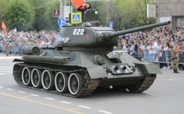 На главной площади Сталинграда состоялся военный Парад Победы — фото, видео