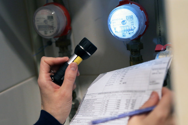 Компании устанавливающие водо-, тепло-, электросчетчики в домах будут нести ответственность за их работу