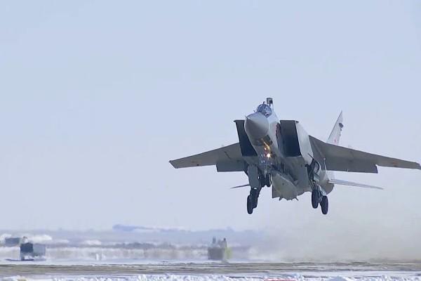 Military Watch (США): МиГ-31 с «Кинжалами» позволят России контролировать Арктику