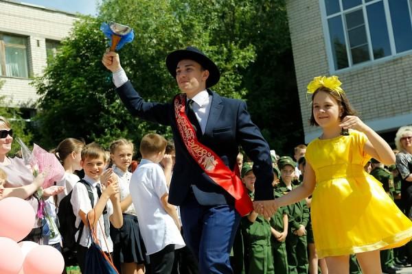 Последний звонок прозвенел для 30 тысяч волгоградских выпускников