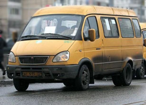 В Среднеахтубинском районе столкнулись микроавтобус и «Камаз» — два пассажира микроавтобуса пострадали