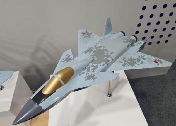 Особенности макета перспективного истребителя МиГ — макет напоминает советский проект МиГ 1.44