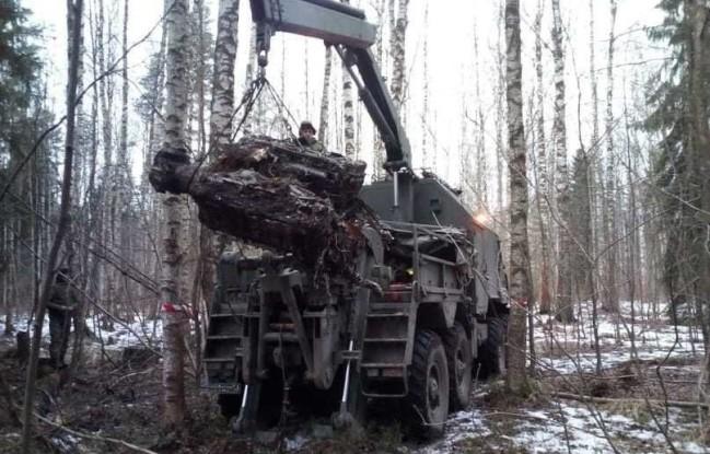 Фрагменты штурмовика Ил-2 доставлены на Невский ССЗ для восстановления