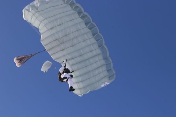 В России протестируют парашют для выживания в воде