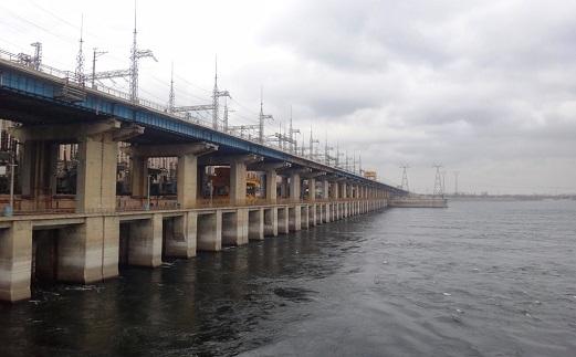 С моста Волжской ГЭС спрыгнул мужчина