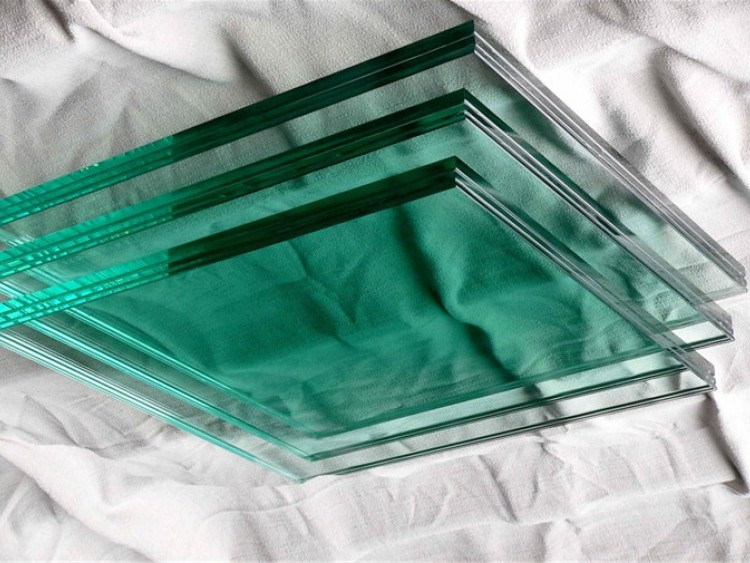 Многослойное пуленепробиваемое стекло создали в петербургском оборонном Научно-производственном объединении