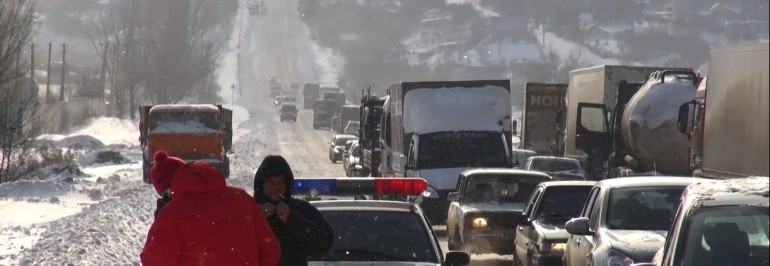 На 810 км трассы М-6 в Михайловском районе ограничено движение большегрузов