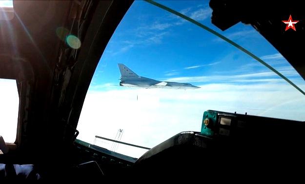 Ту-22М3 совершили пятичасовой полет над Черным морем — видео
