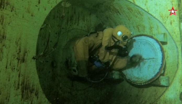 Тренировочное спасение с подводной лодки в комплексе «Афалина» — видео